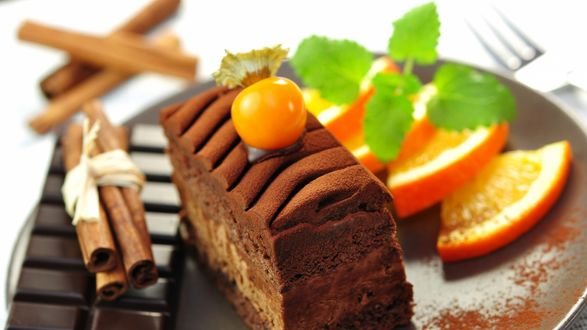 Обои Шоколадный пирог с апельсином, шоколадом и корицей на тарелке