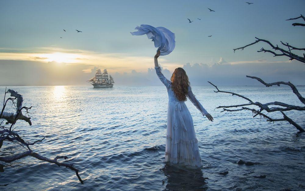 Картинки по запросу фото гиф женщина провожающая корабль в плавание