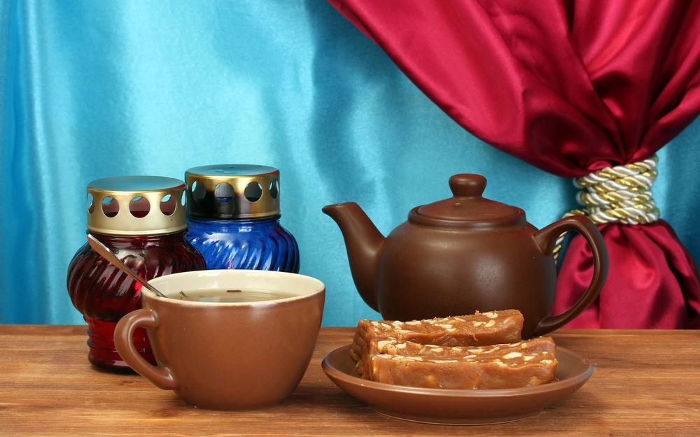 кружка чая на столе
