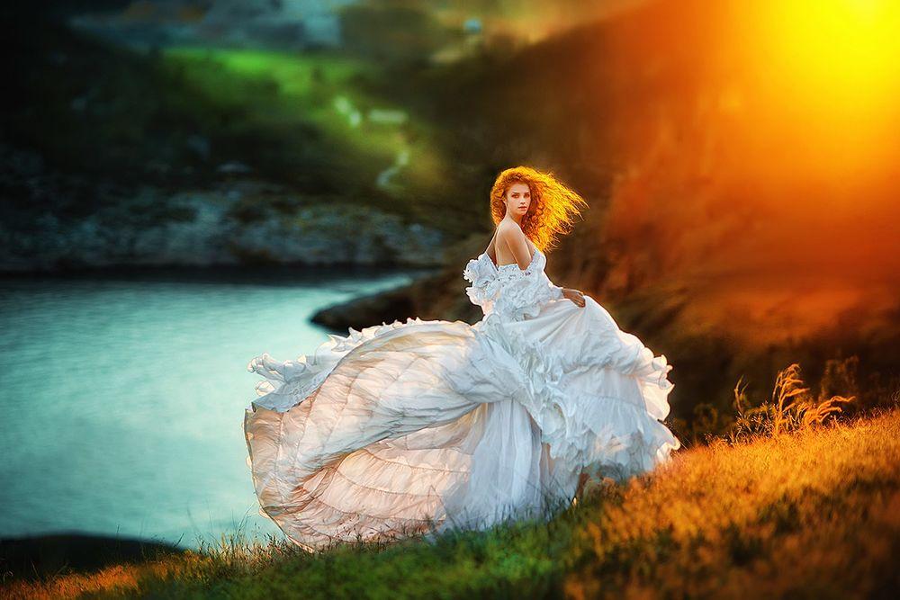 Девушка на природе в платье, домашняя сахалинок
