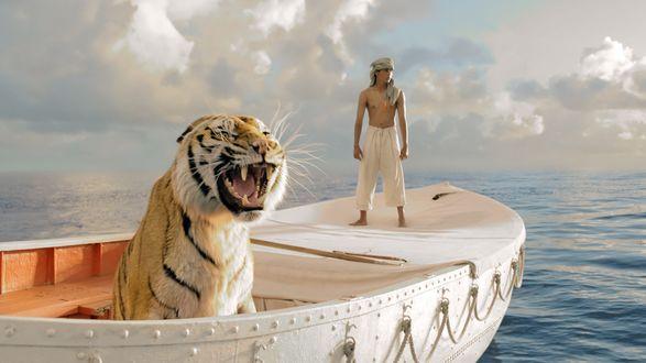 Обои Индийский актер Сурадж Шарма в кадре из фильма Жизнь Пи - приключенческой драмы режиссера Энга Ли