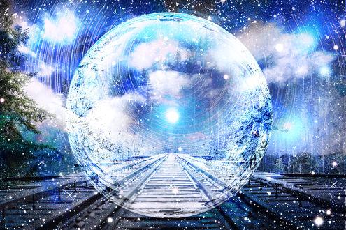 Обои Прозрачная сфера на железнодоржных путях, by ゾノ丸