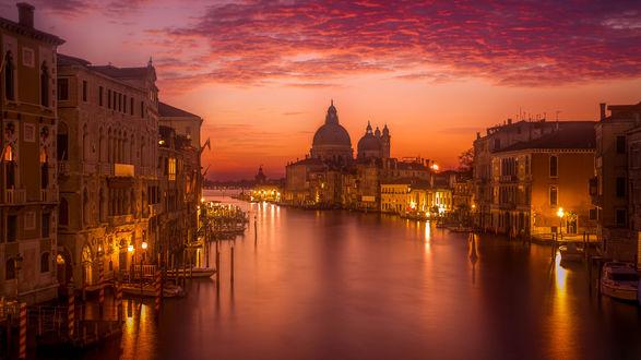 Обои Улица вечерней Венеции, Италия