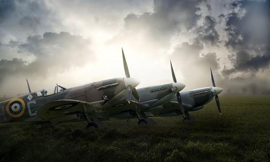 Обои Три самолета стоящие в поле