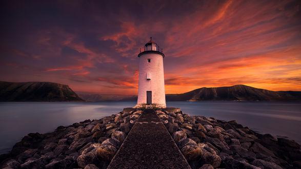 Обои Вечер, дорожка ведущая к маяку у моря
