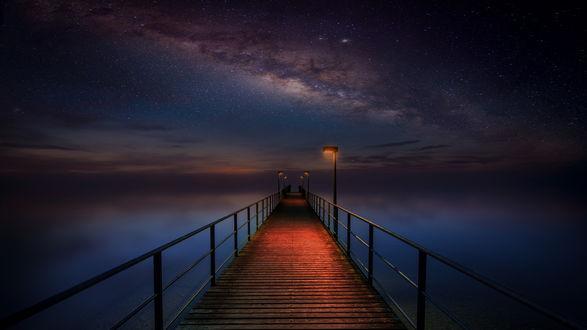 Обои Мост на озере под красивым звездным небом