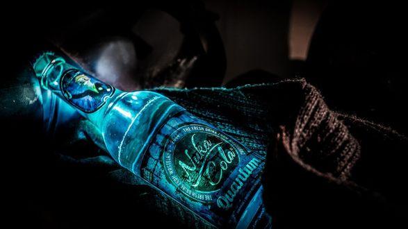 Обои Бутылка Квантовой Нюка Колы / Nuka Cola Quantum из игры Fallout