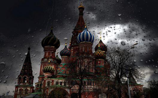 Обои Московский Кремль в пасмурную погоду