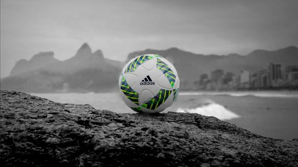 Обои Белый мяч фирмы Adidas на фоне гор, пляжа и города