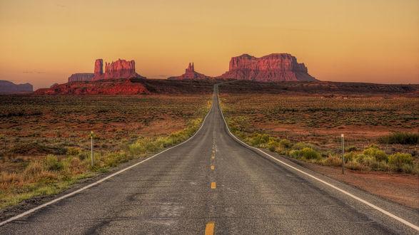 Обои Дорога ведущая в каньон