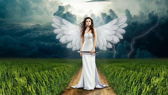 Обои Девушка-ангел в белом длинном платье стоит на дороге с мечом в руке