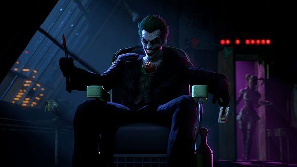 Обои Джокер / Joker из вселеной DC Comix сидит на стуле и держит нож в руке, а позади него стоит Харли Квинн / Harley Quinn