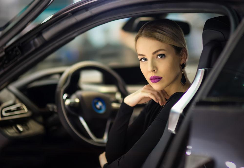 oboi-devushki-avtomobili-erotika-20