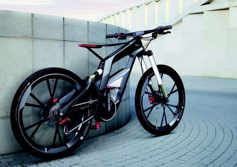 Обои Споривный велосипед Audi / Ауди на дорожке