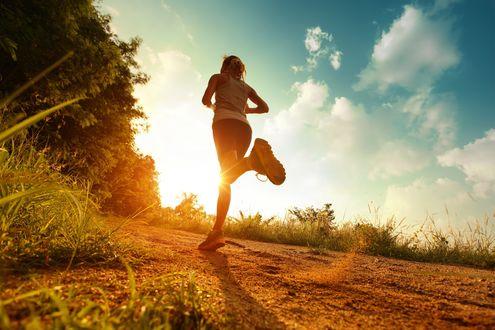 Обои Девушка на утренней пробежке