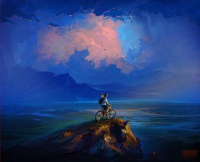Обои Велосипедист с рюкзаком на спине стоит на вершине горы и любуется красивым пейзажем, by Артем Чебоха / RHADS