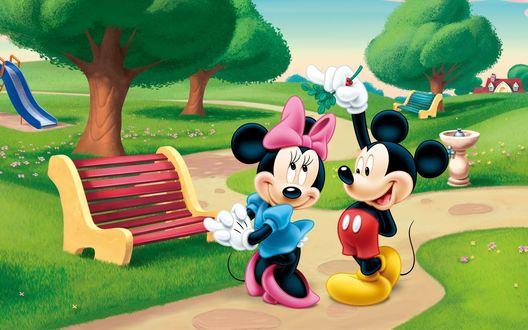Обои Микки Маус / Mickey Mouse признается в любви Минни Маус / Minnie Mouse на тропинке в парке