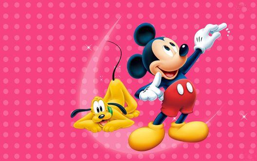 Обои Микки Маус / Mickey Mouse и пес Плуто / Pluto на розовом фоне
