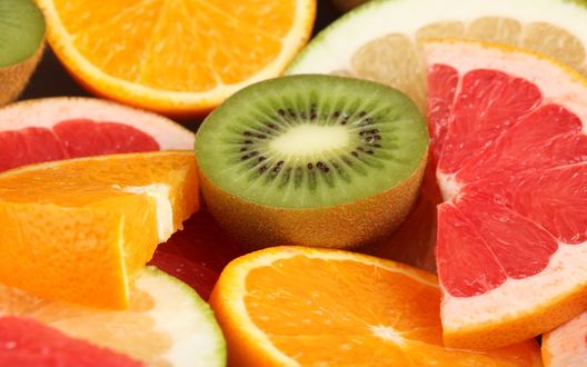 Обои Разрезанные цитрусы и фрукты: киви, апельсин, грейпфрут