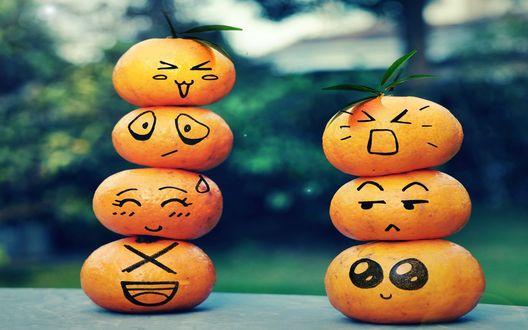 Обои Яркие мандарины со смайлами, уложные друг на друга