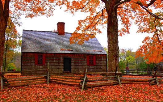 Обои Дом на фоне осеннего пейзажа