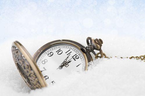 Обои Часы в снегу