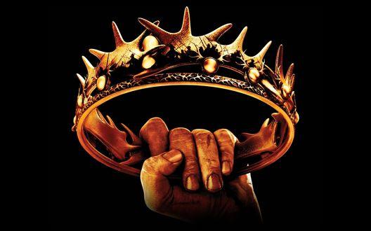 Обои Рука держит корону на черном фоне, фрагмент сериала Игра престолов / Game of Thrones