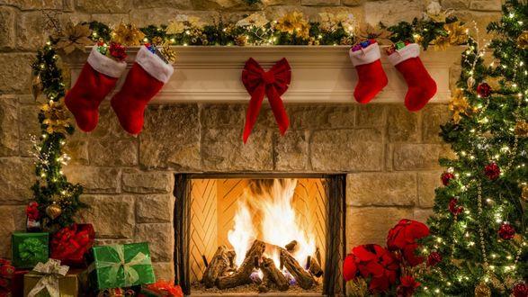 Обои Камин, подарки и елка в Рождество