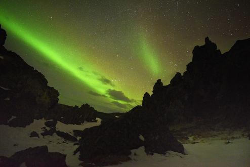 Обои Северное сияние в горах Исландии