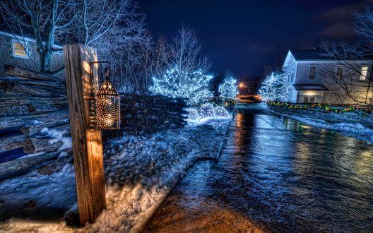 Обои Зимняя улица украшена к Рождеству