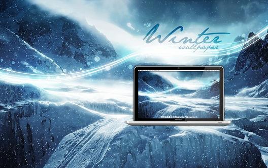 Обои Горы в снегу отражаются в мониторе компьютера (Winter Wallpaper)