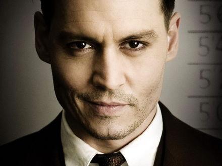Обои Улыбающийся Johnny Depp / Джонни Депп - американский актер, кинорежиссер, музыкант, сценарист и продюсер