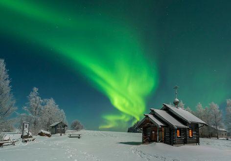Обои Православная часовня на фоне северного сияния в небе, Ilomantsi, Finland / Иломантси, Финляндия, фотограф Topi Ylä-Mononen