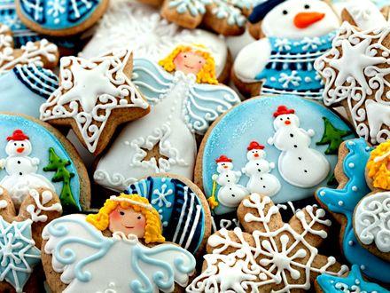 Обои Фигурное печенье с разным рисунком ангела, снеговика, звездочки и снежинки