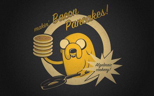 Обои Jake / Джейк из мультфильма Adventure Time / Время приключений держит в руке блинчики и рядом с ним надписи (makin Bacon Pancakes, Algebraic cookery!/делаем Беконовые Бличики, Математическая готовка!)