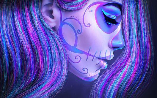 Обои Профиль девушки с фейс-артом в виде черепа в синем тоне