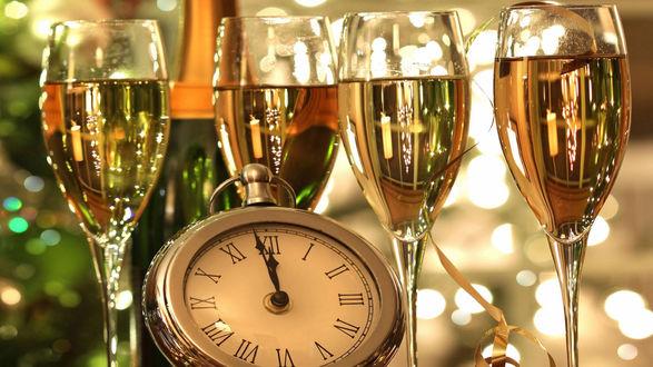 Обои Праздничные обои, четыре бокала с шампанским и часы