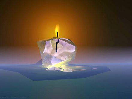 Обои Горит свеча, стекает прозрачный воск