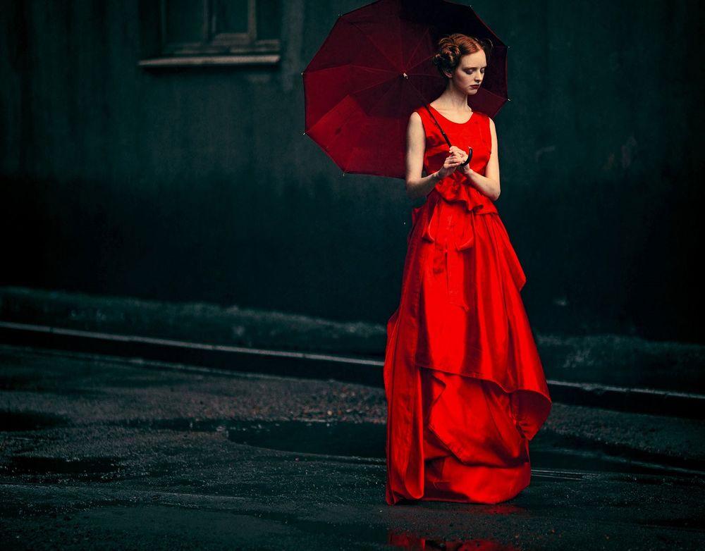 4 1 слово девушка в красном платье девушка в маске