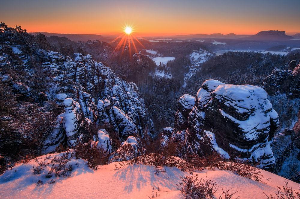 Обои для рабочего стола Работа Winter sunrise / зимний рассвет, фотограф Pawel Uchorczak