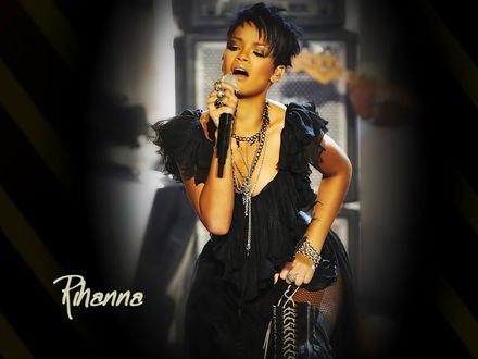 Обои Певица Rihanna / Рианна на сцене (Rihanna)