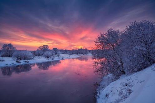 Обои Работа Незадолго до сумерек, река с берегами, покрытыми снегом, фотогаф Нeger - Роман
