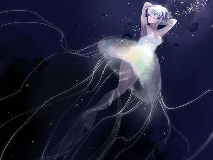 Обои Девушка-медуза с серебристыми волосами под водой, by Namu