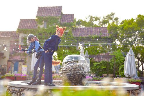 Обои Косплей Judy Hopps / Джуди Хоппс и Nick Wilde / Ник Уайлд стоят на фонтане из мультфильма Zootopia / Зверополис