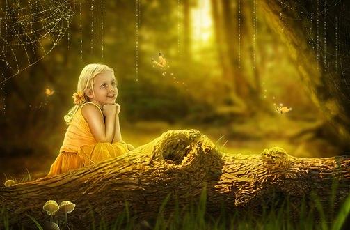 Обои Девочка наблюдает за бабочками, порхающими в воздухе