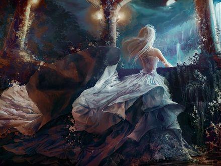 Обои Светловолосая принцесса стоит ночью, в лесном парке, смотря на луну