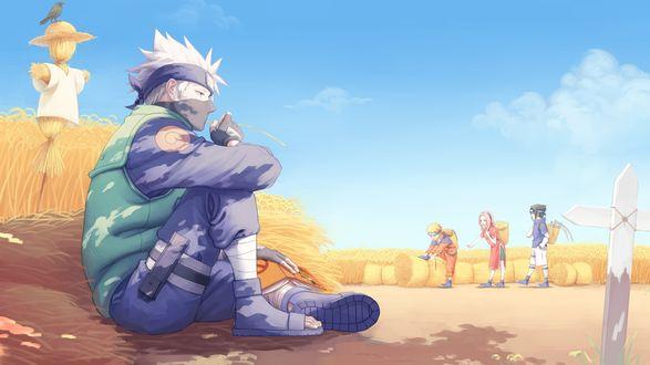Обои Какаши Хатаке / Kakashi Hatake сидит на соломе рядом с пугалом, Naruto, Sasuke и Sakura работают в поле из аниме Наруто / Naruto