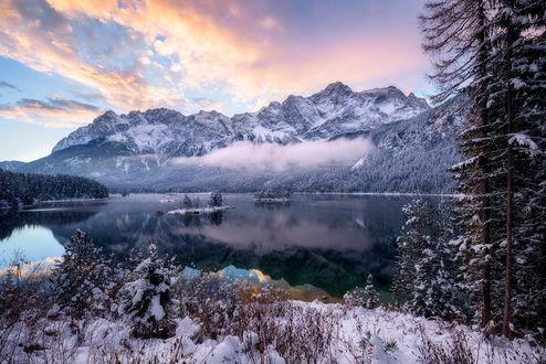 Обои Зимнее утро на озере перед горами, фотограф Daniel F