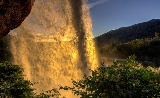 Обои Водопад на фоне восхода солнца, фотограф Rune Askeland