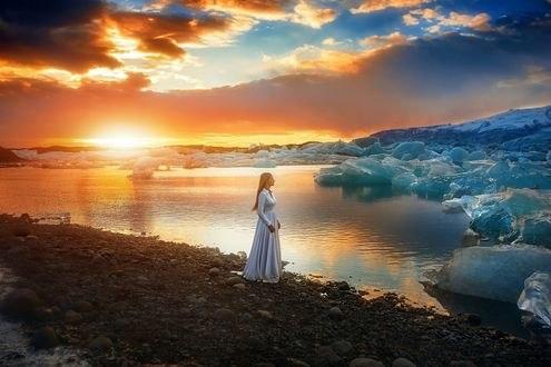 Обои Девушка смотрит на льды, фотограф TJ Drysdale